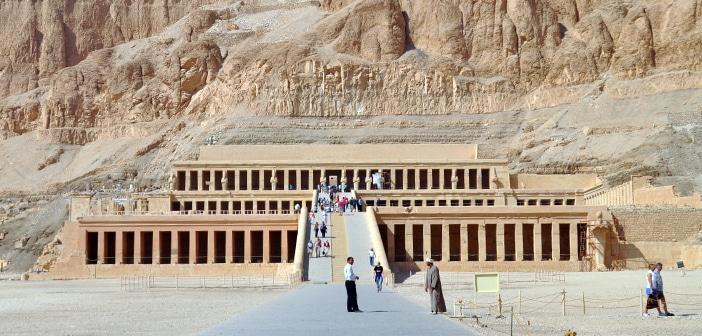 O Templo de Hatshepsut, mãe adotiva de Moisés