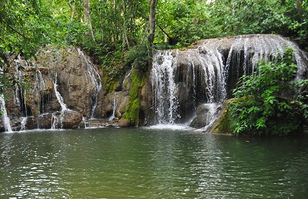 A trilha de cachoeiras da Estância Mimosa