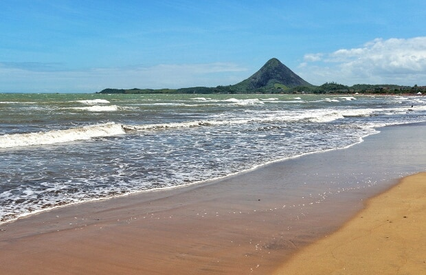 Resultado de imagem para praia de piuma