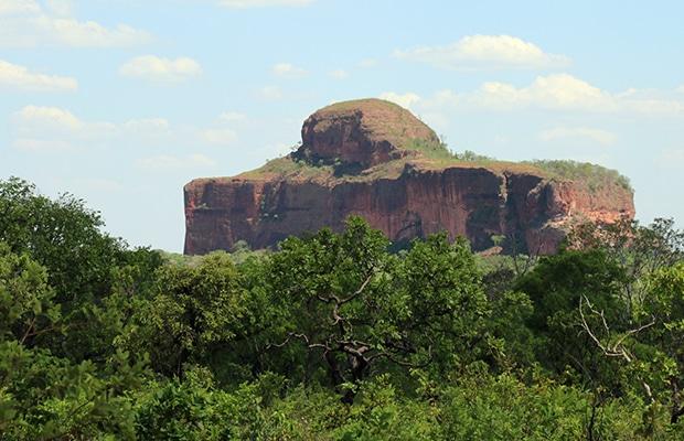 O Morro da Cruz pode ser visto de vários pontos deste lado do Jalapão.