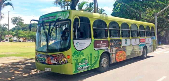 Ônibus turístico em Vila Velha
