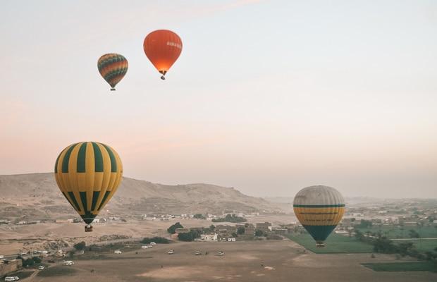 Passeio de balão no Egito