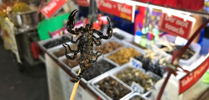 Khao San Road: a rua das comidas exóticas de Bangkok