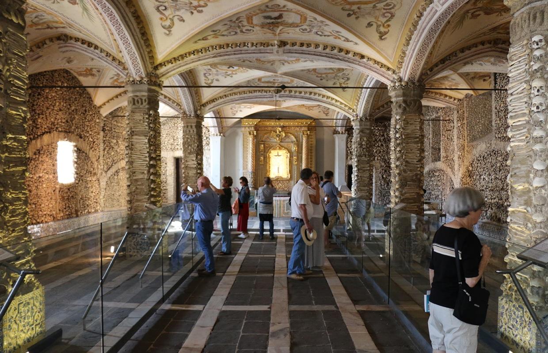 Onde ficar em Évora: Capela dos Ossos