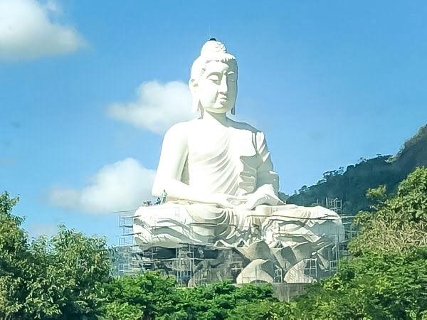 Buda gigante Ibiraçu